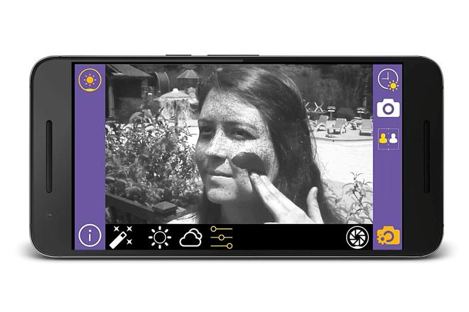 Sunscreenr se trata de un pequeño visor con un filtroultravioleta que permite saber si aplicaste correctamente el protector solar