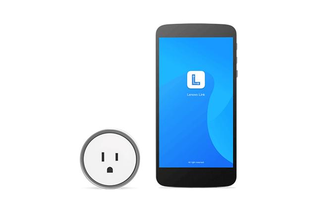 Lenovo Smart Plug permitiendo a los usuarios controlar cualquier dispositivo compatible que esté conectado.