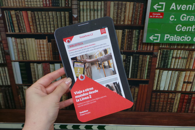 #LeyendoenL2: Vodafone obsequia libros a todos los usuarios de la línea 2 del Metro de Madrid
