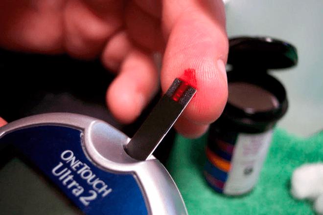 Medir la glucosa con el móvil: La propuesta de este reloj inteligente español