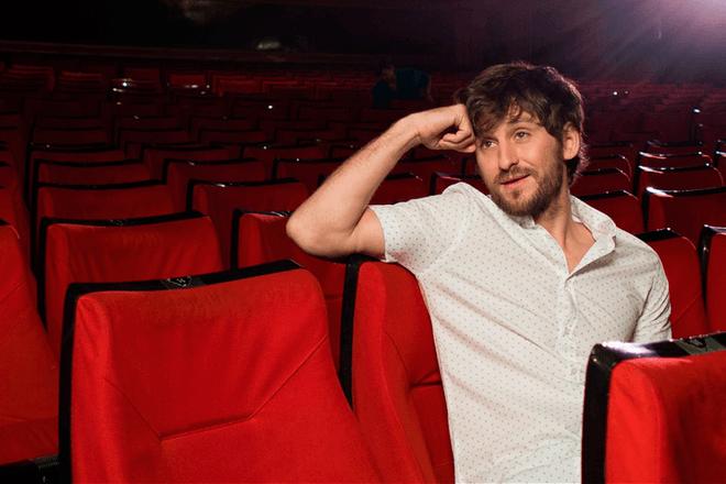 Teatro improvisado con tweets: Lo nuevo de Raúl Arévalo y Vodafone con #FirstTeatroTuits