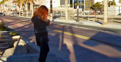 Espiar a tu pareja por el móvil te puede llevar a la cárcel