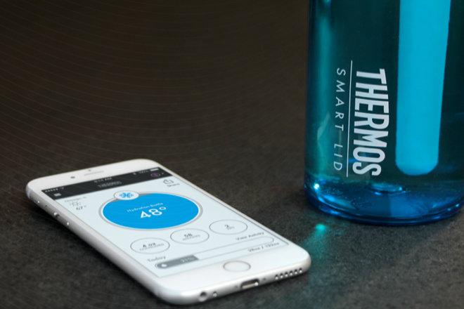 ¡Botellas de agua inteligentes! Esta tapa te avisará cuándo necesitas una recarga