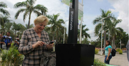 Primer Cargador Solar Urbano de Panasonic fue instalado en una plaza de Venezuela