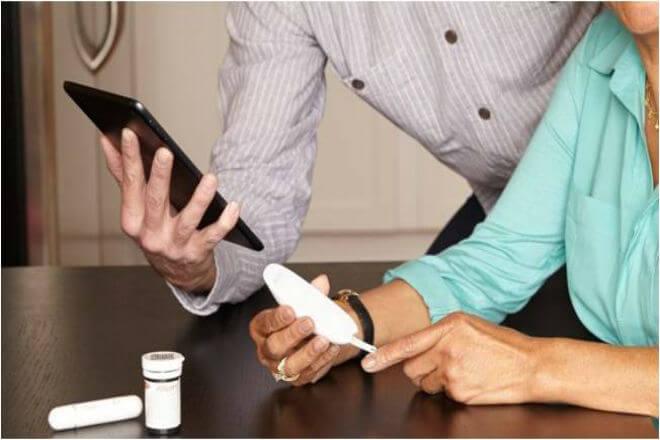 Gadgets que miden la glucosa con ayuda del teléfono móvil