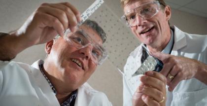 Crean el primer parche de ibuprofeno del mundo para administrar el medicamento directamente por la piel