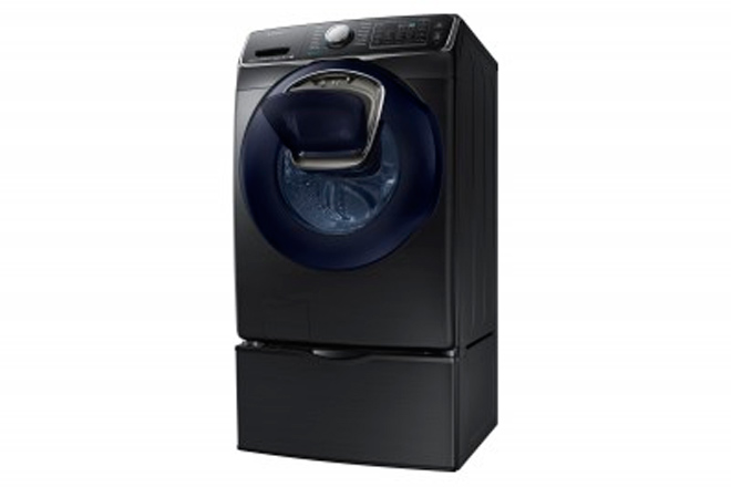 Lavadora de carga frontal de Samsung con AddWash Obtuvo el premio Editors' Choice de Reviewed.com.