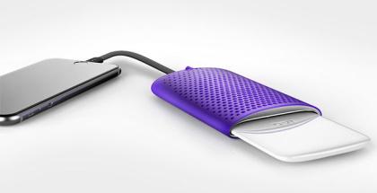 Este cargador para móviles y tablets funciona con agua salada