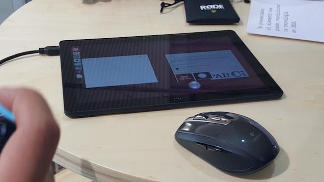 Tablet con Ubuntu de BQ con ratón o mouse y teclado