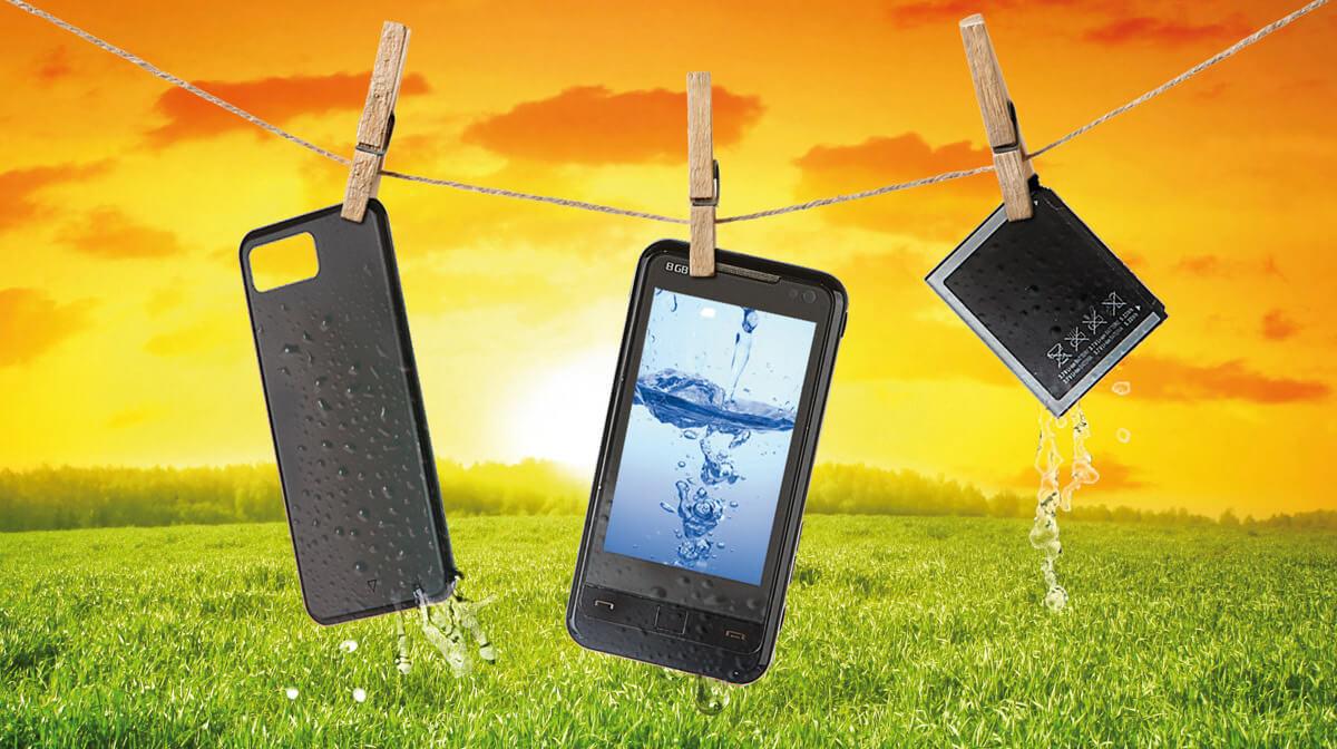 cómo reparar un móvil mojado