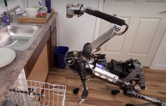 SpotMini, el nuevo robot jirafa para tareas domésticas de Boston Dynamics