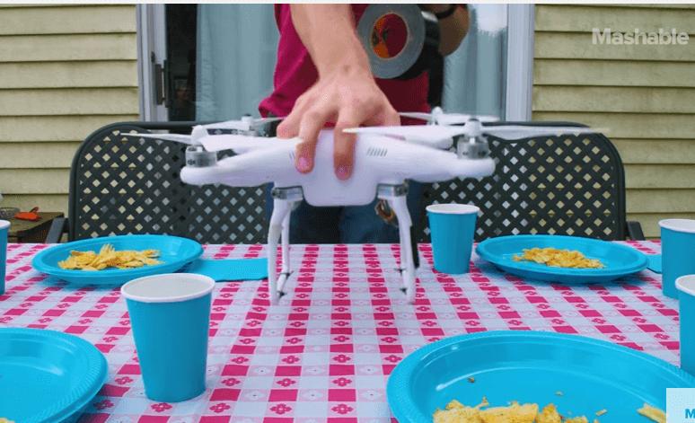 Dron que recoge la mesa