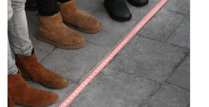 semáforos en el piso para los transeúntes que no despean su vista del móvil
