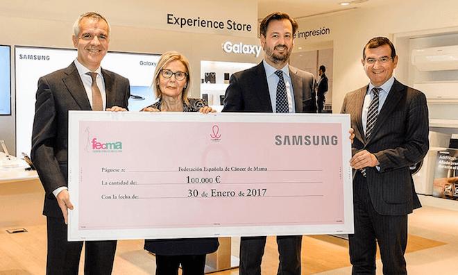 Samsung entrega a FECMA 100.000 euros para la lucha contra el cáncer recaudados gracias a las descargas de la app cuidAPPlas