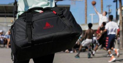 Paqsule, la bolsa deportiva que desinfecta tu ropa y carga la batería de tu móvil