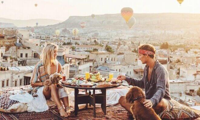 A Jack Morris y su novia Lauren Bullen les pagan por subir fotos a Instagram