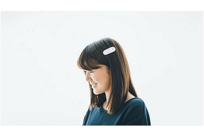 Este clip para el cabello será un micrófono para sordos