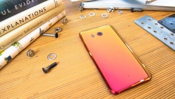 HTC U11 en Solar Red