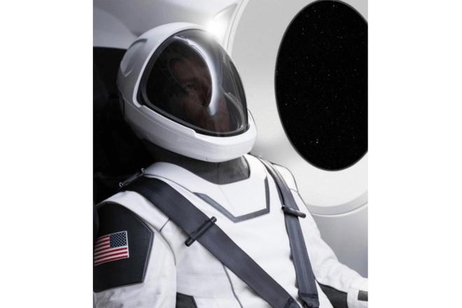 Elon Musk luce en la foto el traje especial de SpaceX
