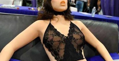 Frigid Farrah robot sexual
