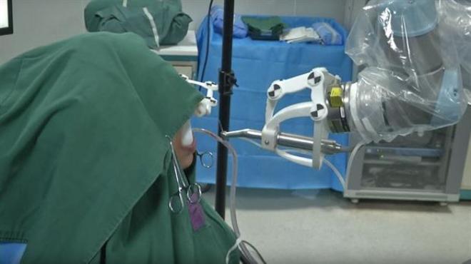 Un robot implantó un diente por primera vez