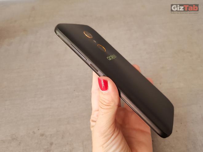 El Alcatel A7 tiene un grosor de 8,95mm