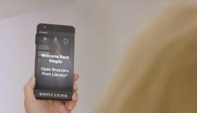 Smartphone para ver porno imginado por Brazzers