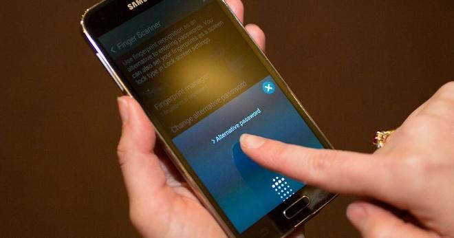 Media pantalla será lector de huellas en los móviles de Samsung