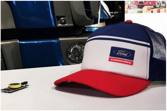Safecap, la gorra inteligente de Ford para alertar a los conductores en carretera