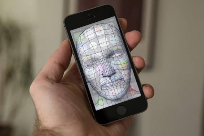 Apple invierte 390 millones de dólares para salvar la empresa que fabrica los láser de sus iPhone