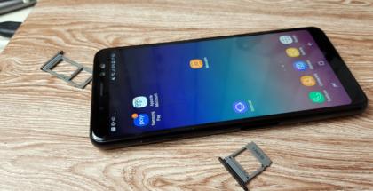 Slots para SIM y microSD del Samsung Galaxy A8