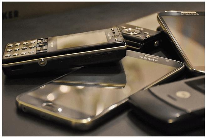 ¿Olvidado en un cajón? Mira cómo puedes usar tu viejo móvil