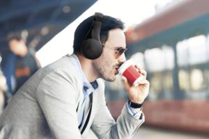 Los nuevos auriculares Motorola Escape tienen sonido profesional con aislamiento de ruido, sin cables y con un diseño distinguido
