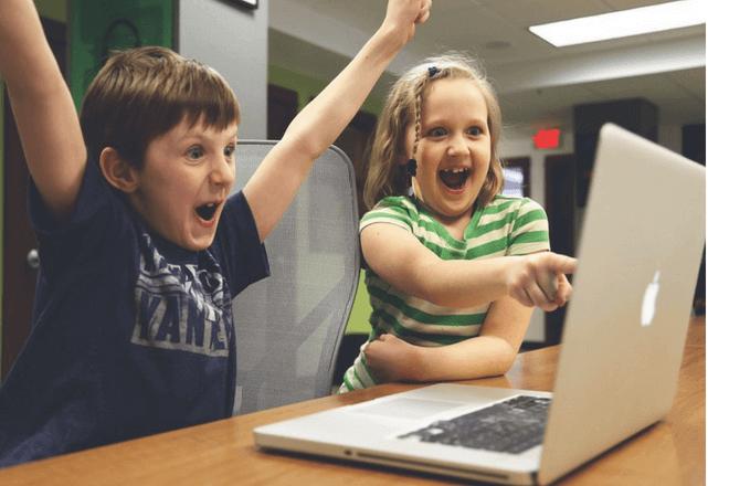 Consejos para que los padres aprovechen los beneficios de los videojuegos con sus hijos