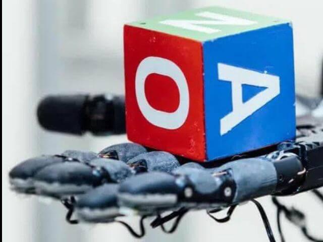 Dactyl, la mano robot que ya hace movimientos humanos