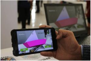 pantalla de móvil muestra figura en 3D para enseñar ortografía