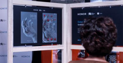 Honor, la marca de smartphones joven que crea tendencia, presenta una exposición con el Centro Universitario de Artes TAI en la que se exponen las interfaces temáticas diseñadas por los estudiantes de la propia escuela.