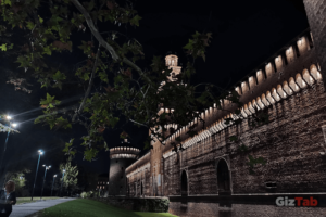 Castillo Sforzesco de Milán visto de noche, con el Huawei Mate 20 Pro