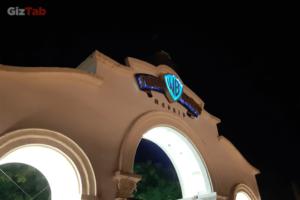 La triple cámara trasera del Galaxy A7, con alta resolución y valores de apertura bajos, deja pasar más luz para que captures fotos más nítidas y brillantes en entornos oscuros