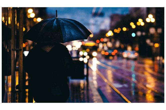 imagen de persona de espaldas con un paraguas