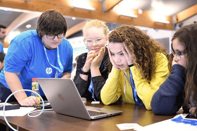 HP CodeWars es una competición de programación que tiene el objetivo de fomentar los estudios STEM entre el talento joven