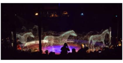 imagen de caballos en un circo en holograma en 3D