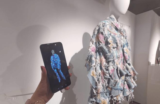 Honor View20 el móvil elegido por María Escoté para presentar su nueva colección