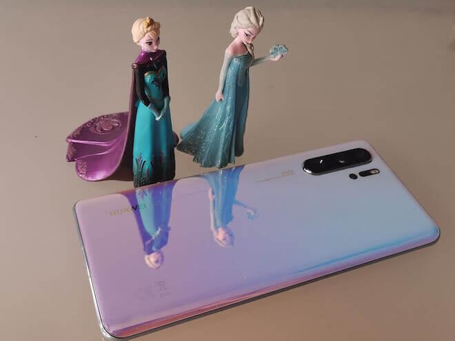 Entre los colores del Huawei P30 Pro destaca el Breathing Crystal que nos ha encantado