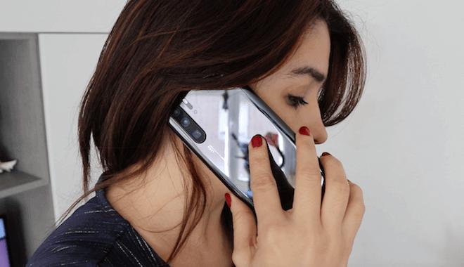 El sonido de las llamadas del Huawei P30 Pro sale proyectado bajo la pantalla