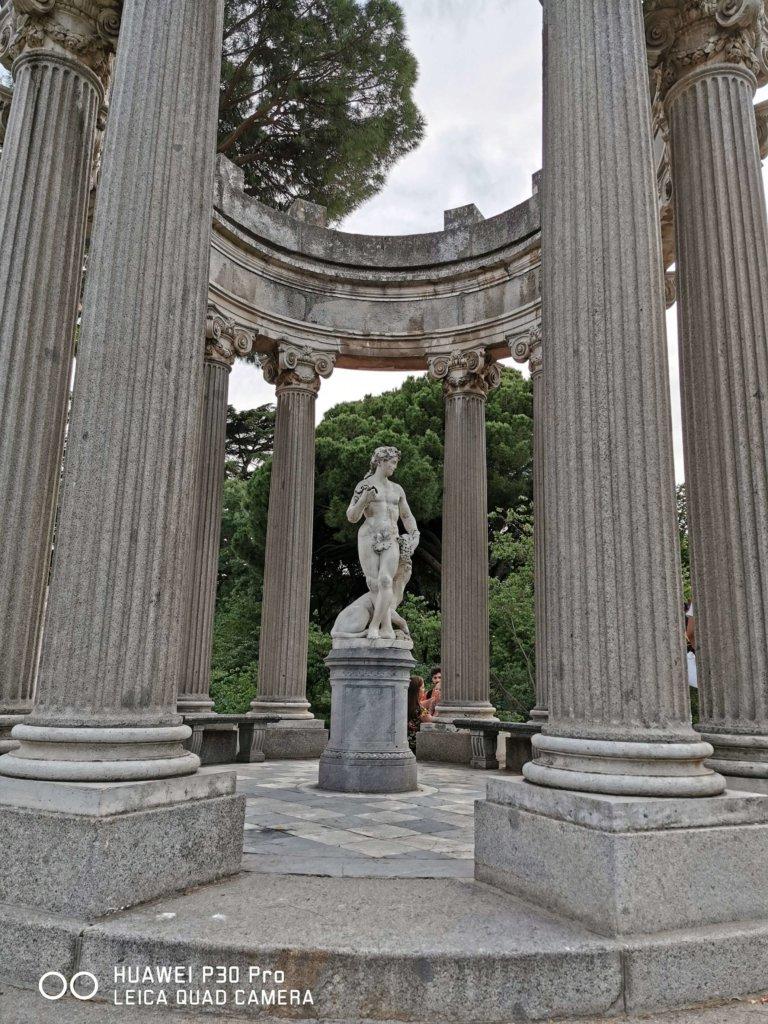 Fotografía con Huawei P30 Pro Zoom x1 (Templo de Baco, Parque El Capricho, Madrid)