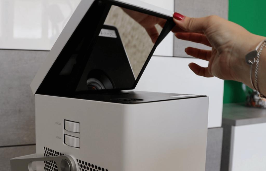 La bombilla del proyector 4K de LG puede durar hasta 20 mil horas, equivalente a 8 horas de uso diario por 7 años