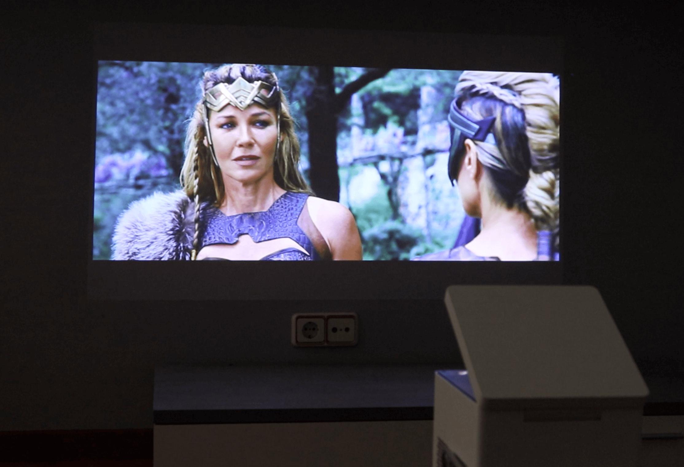 Comprar un proyector 4k UHD en lugar de un TV Smart TV