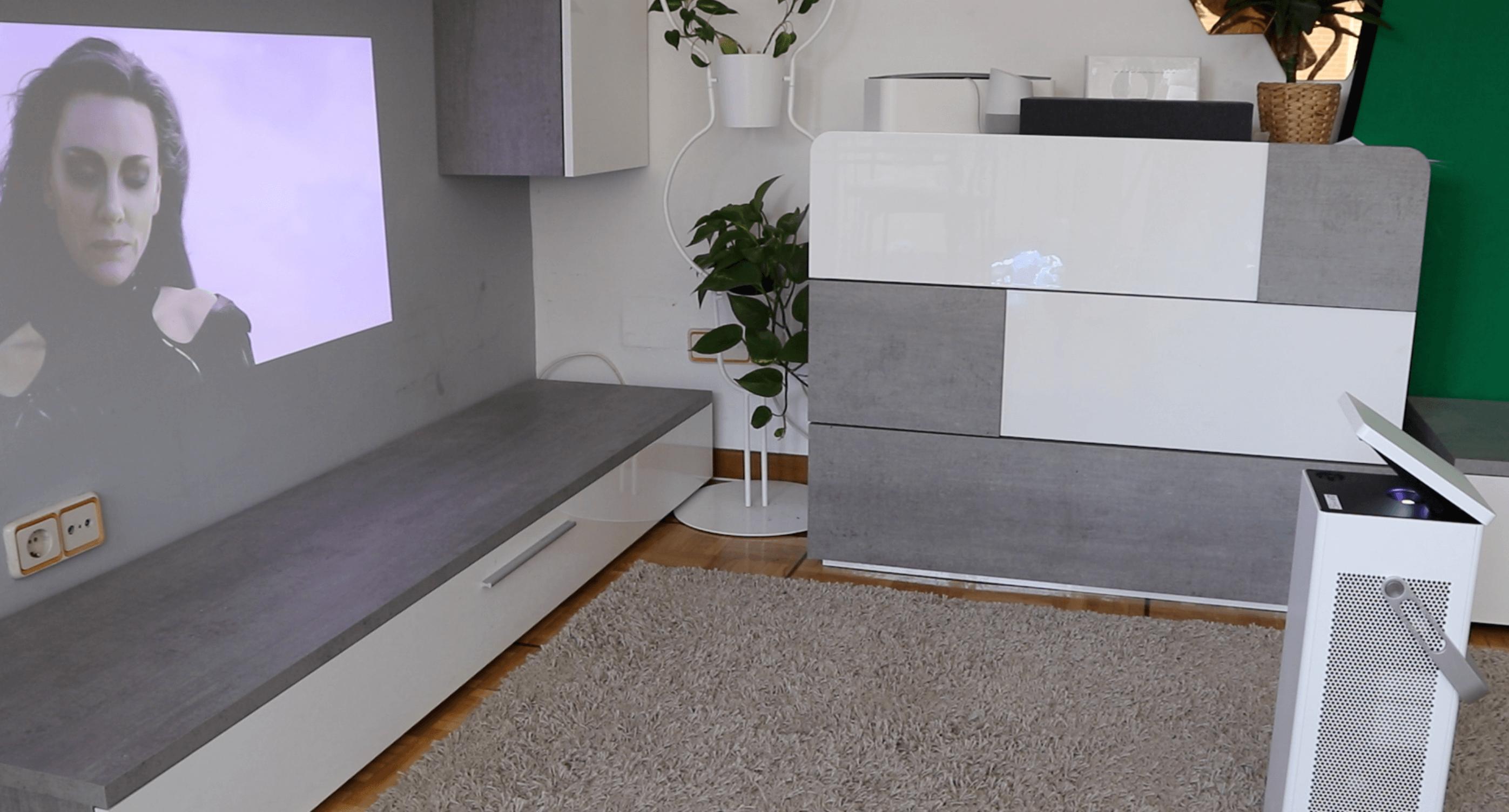 Un proyector 4K como este de LG puede reproducir contenido 4K hasta en 150 pulgadas