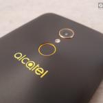 Alcatel A7 detalles cámara trasera, flash y lector de huella